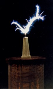 Eric Dollard's Tesla Magnifying Transmitter in action